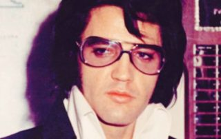 Elvis Presley et sa coupe de cheveux